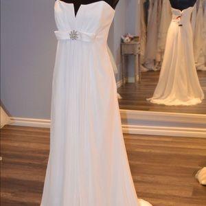 New never been worn. David's bridal wedding gown